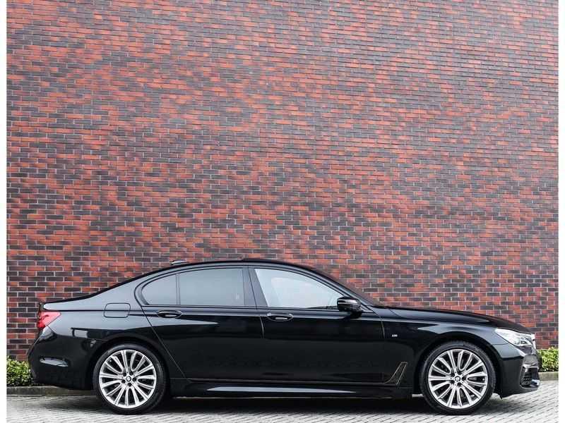 BMW 7 Serie 750d xDrive *M-sport*Head-Up*Asistant Plus* afbeelding 25