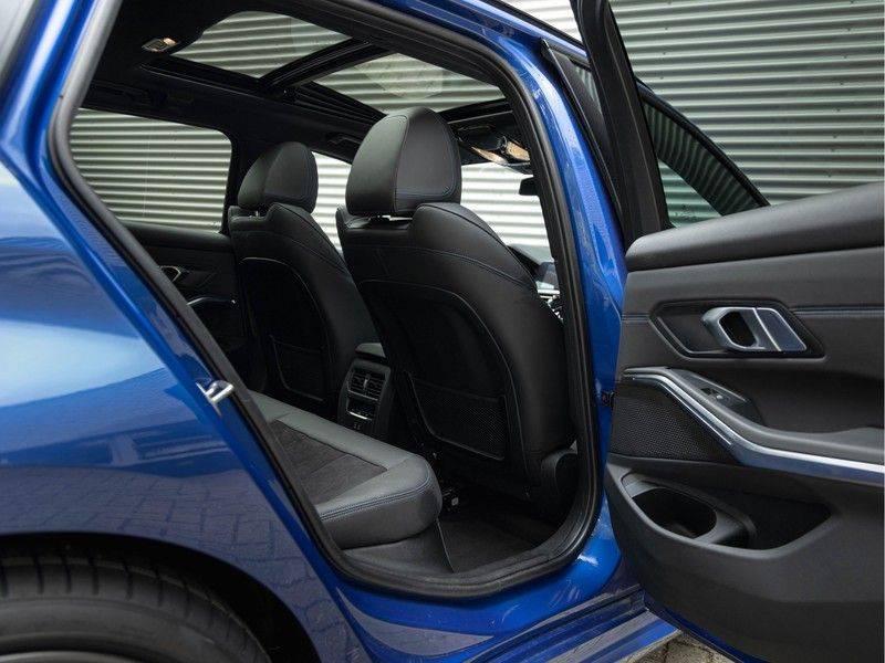 BMW 3 Serie Touring 330i M-Sport - Panorama - ACC - Hifi - DAB afbeelding 18