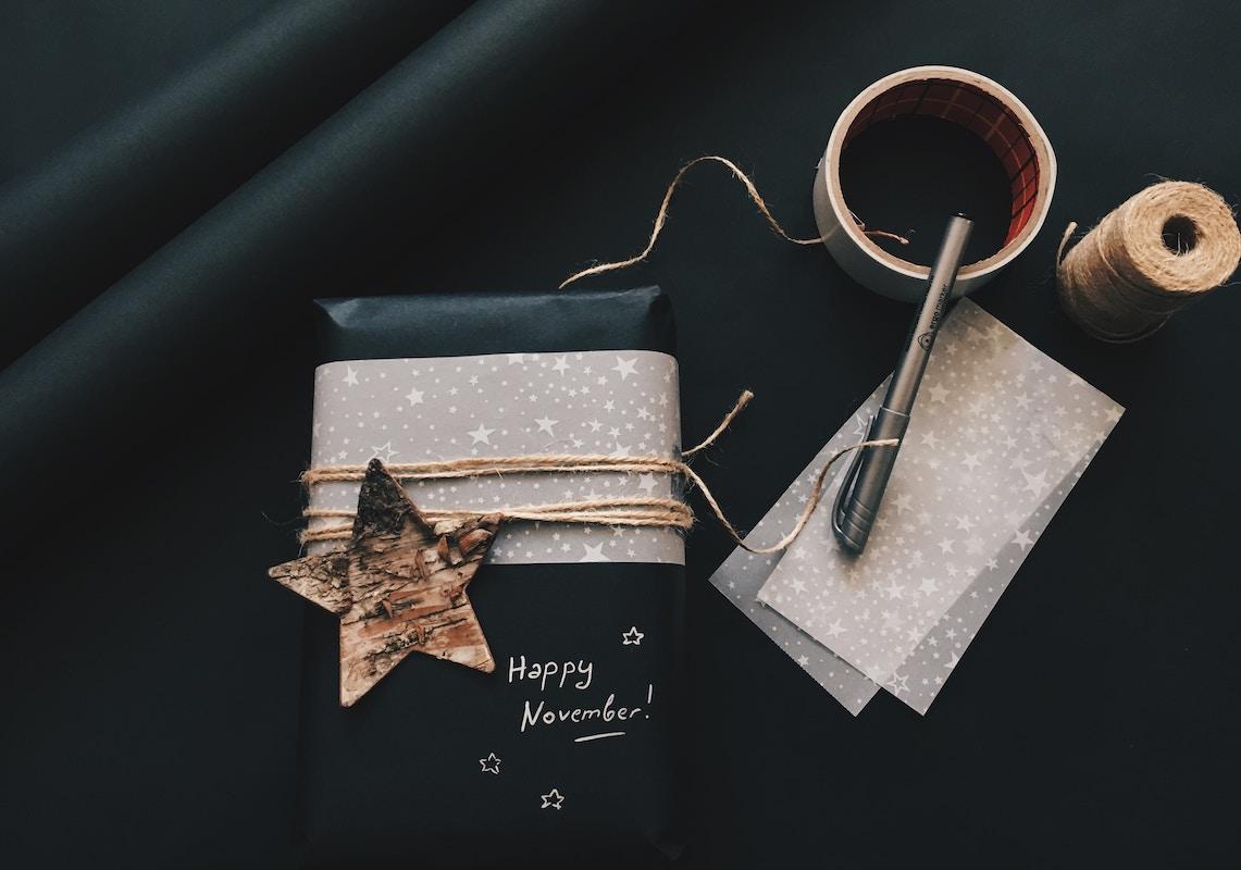 paquete de regalo con estrella