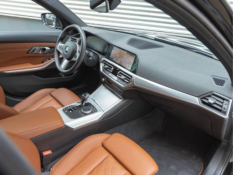 BMW 3 Serie Touring 330i M-Sport - Individual - Memoryzetel - Panorama - Trekhaak afbeelding 14