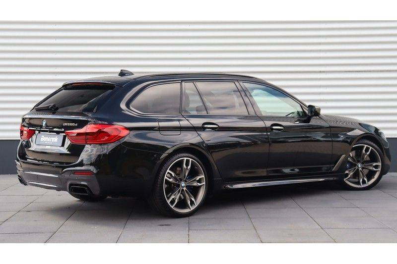BMW 5 Serie Touring M550d xDrive High Executive Bowers & Wilkins, Head-Up Display, Soft-Close, Stoelventilatie afbeelding 3