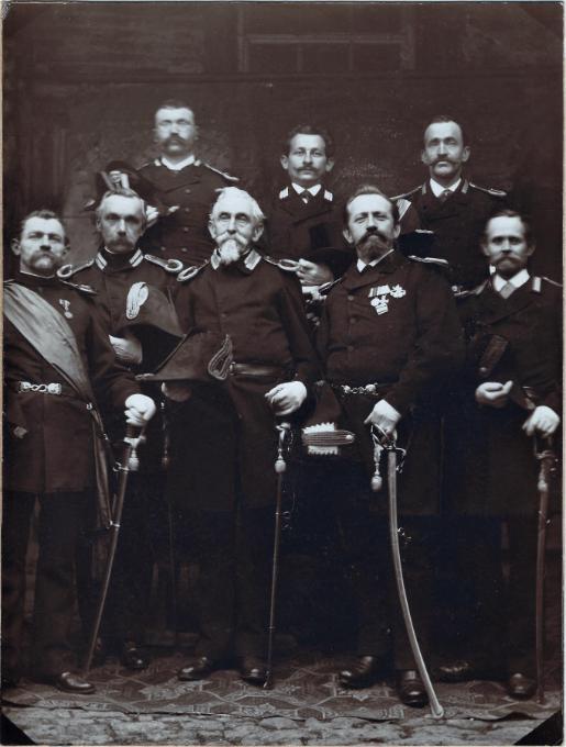 Eines der ältesten Fotos der Offiziere: Hinten v.l.n.r.: Wohlfart, Michael Hock, Dill, vorne v.l.n.r.: Fähnrich Martin Fech, Hildner, Hauptmann Berberich, Fires, Michael Scheer