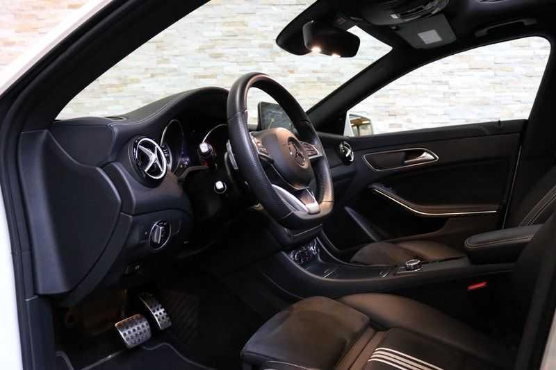 Mercedes-Benz CLA-Klasse Shooting Brake 180 PEAK Edition | Panoramadak | Achteruitrijcamera | AMG Pakket | Keyless | afbeelding 11