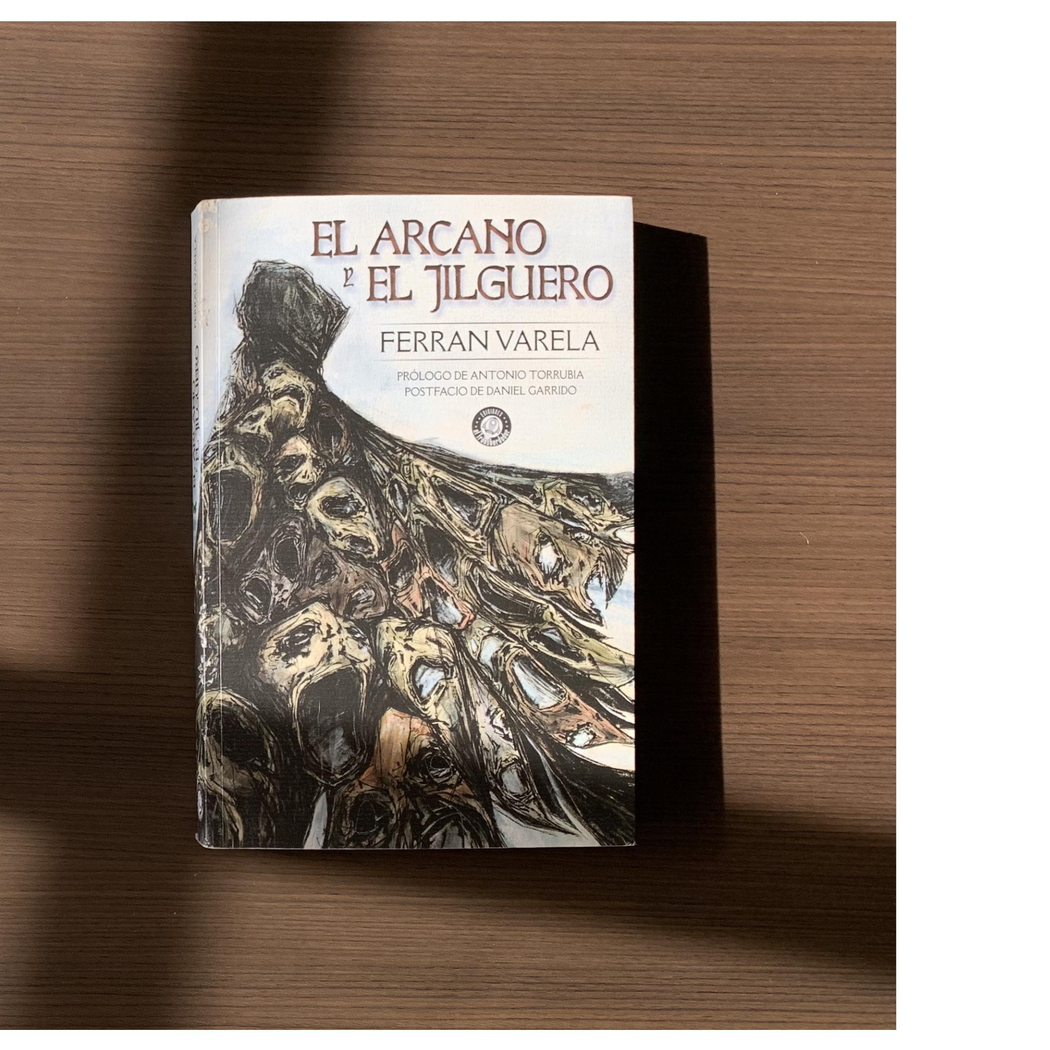 """Imagen de Reseña de """"El Arcano y el Jilguero"""", de Ferrán Varela."""