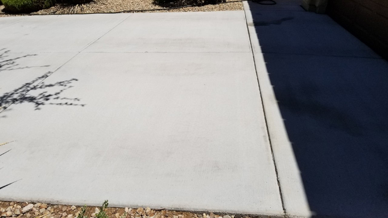 pressure-washing-residential-driveway--after-03