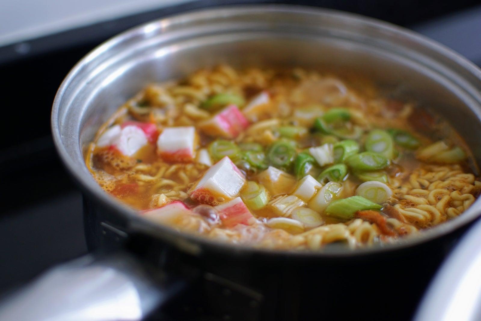 Caserola ng ramen noodles