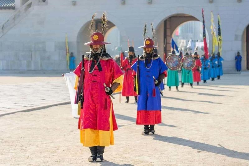 Traditional Korean nobles wearing hemp fabric