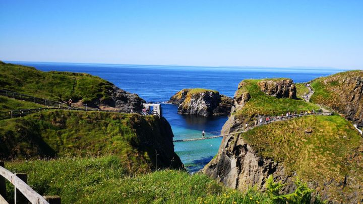 Chauffeur Me Carrick-a-Rede Rope Bridge Tour – Carrick-a-Rede Rope Bridge