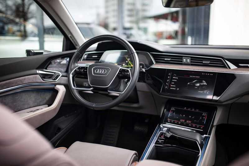 "Audi e-tron 55 Quattro *4% Bijtelling / Massage / HUD / Pano / 21"" / Hulppakket Stad & Tour* afbeelding 6"