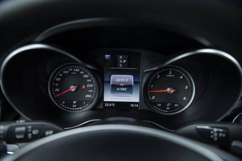 Mercedes-Benz GLC 350d AMG 4MATIC Premium Plus GLC Apple CarPlay + Verwarmde stoelen + Elektrische trekhaak + Panorama Dak afbeelding 19