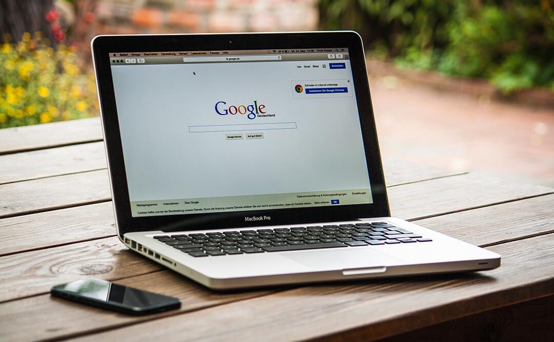 Ako vašu web stranicu, bilo da se radi o prezentaciji proizvoda ili usluga, blogu ili online trgovini, nije moguće naći na Google, ona kao da i ne postoji ili još gore, postoji ali samo pravi troškove.