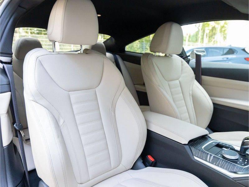 BMW 4 Serie Coupé M440i xDrive - High Executive - M-Remmen - Harman Kardon - Driving Ass Prof afbeelding 15