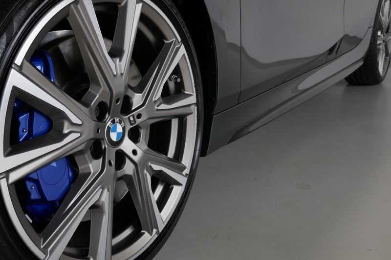 BMW 1 Serie M135i xDrive High Executive Virtual - Led - Panodak afbeelding 19