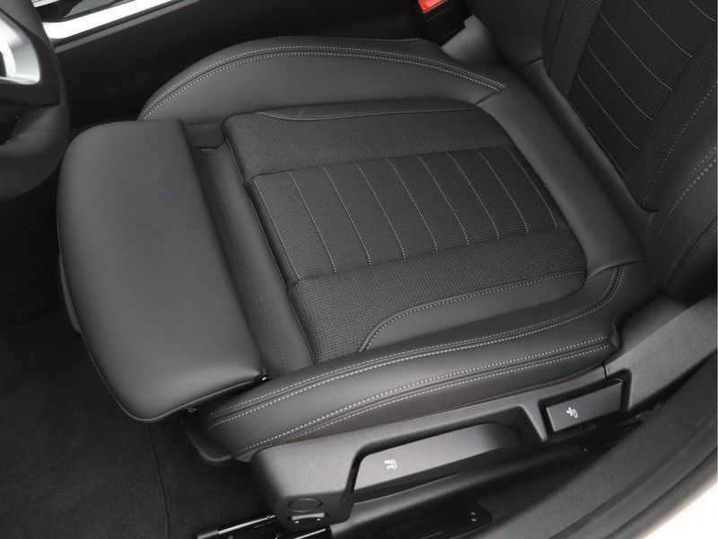 BMW 3 Serie Sedan 318i Executive Sport Line Automaat afbeelding 8