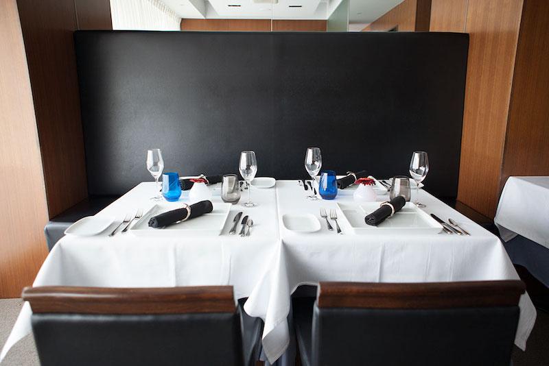 西宮・夙川のフレンチレストラン「ル ベナトン」テーブル