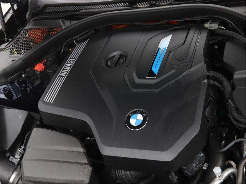 BMW 3 Serie Touring 330e xDrive High Executive M-Sport Automaat afbeelding 4