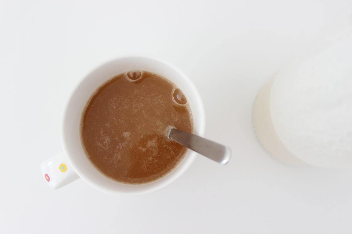 Tee mit Mandelmilch