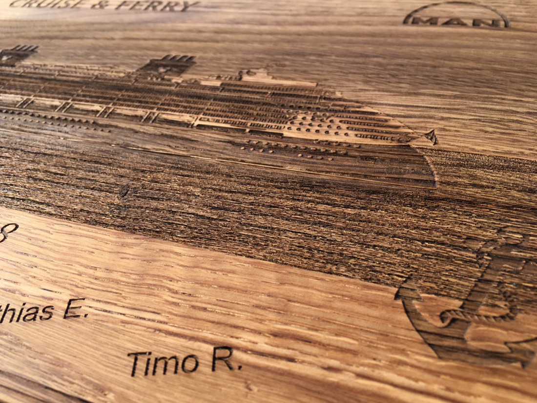Cruise & Ferry. Disney Dream mit MAN 48/60CR. RUPPERTdesign brennt Andenken mit Präzessionslaser auf Holz.