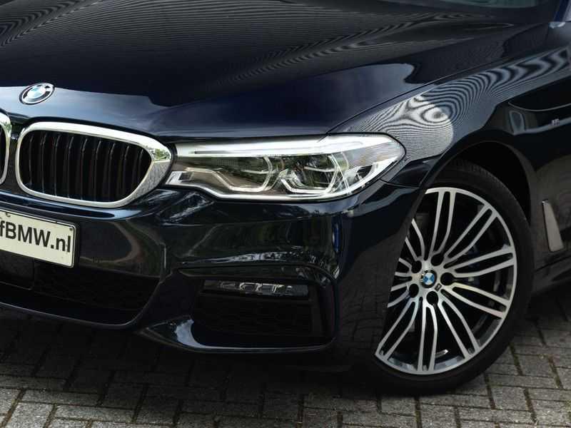 BMW 5 Serie Touring 530i xDrive M-Sport - Individual Leder - Trekhaak - Stoelventilatie afbeelding 4