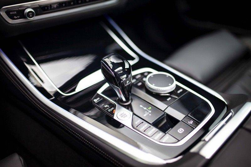 BMW X5 xDrive30d High Executive *M Pakket / Laser / Pano / HUD / Keyless / Trekhaak* afbeelding 21