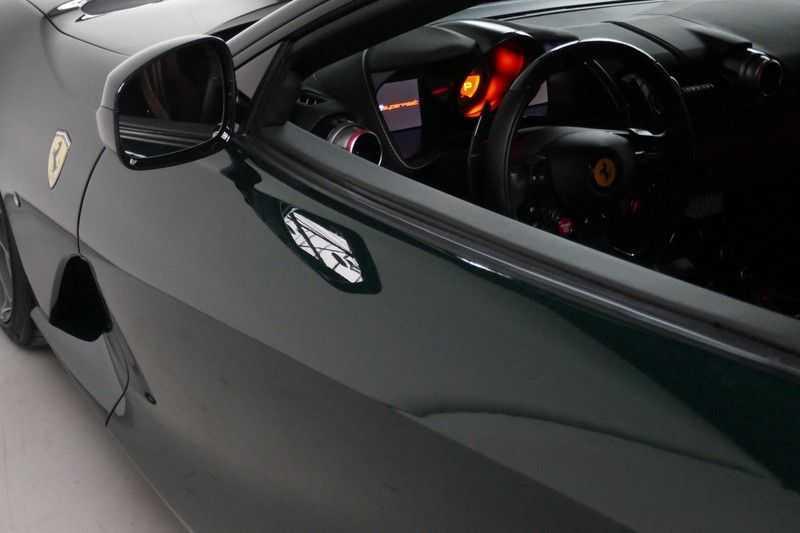 Ferrari 812 6.5 V12 Superfast Carbon in & exterieur - JBL - Camera afbeelding 10