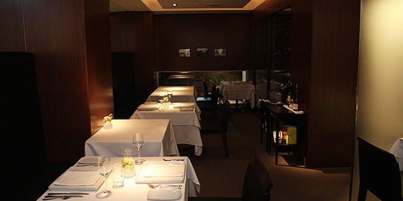 西宮・夙川のフレンチレストラン「ル ベナトン」店内の様子