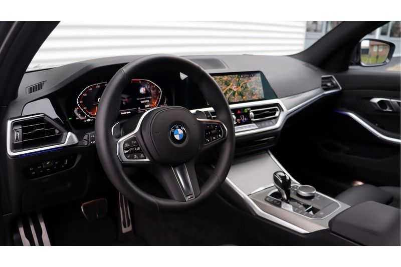 BMW 3 Serie Touring 330i Executive M Sport Driving Assistant Plus, HiFi, Comfort Access afbeelding 3