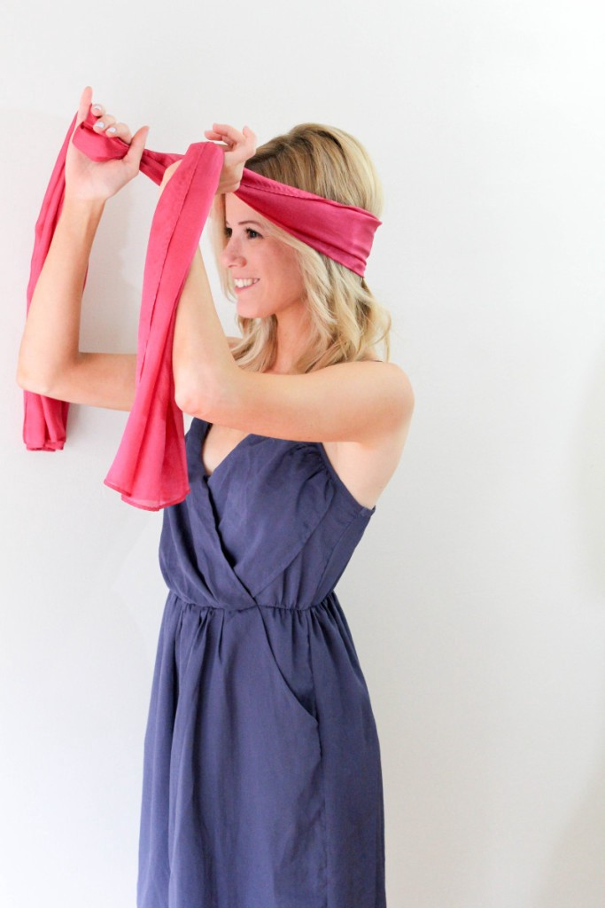 Fashion blogger made a 'How to tie a turban with a scarf' tutorial for us.