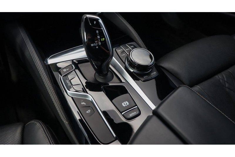 BMW 5 Serie Touring M550d xDrive High Executive Bowers & Wilkins, Head-Up Display, Soft-Close, Stoelventilatie afbeelding 8