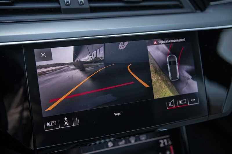 "Audi e-tron e-tron 55 quattro advanced Pro Line S 4% bijtelling!! DEC. 2018!! € 146,- netto bijtelling pm! Head-up + B&O etc. Tot januari 2024 4% bijtelling!! Prijs inclusief 22"" velgen afbeelding 24"