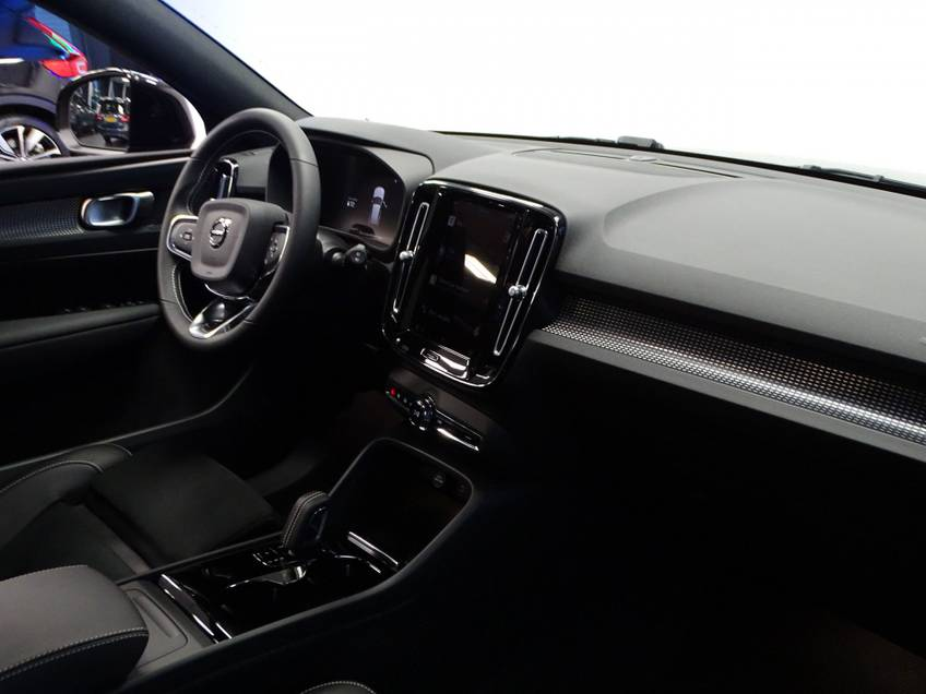 Volvo XC40 Recharge P8 AWD R-Design   prijs ex.btw 56900,-   8% bijtelling direct leverbaar! *tot 24 maanden garantie (*vraag naar de voorwaarden) afbeelding 19