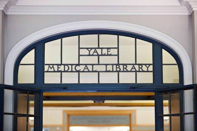 Sign entering the Yale Medical Library