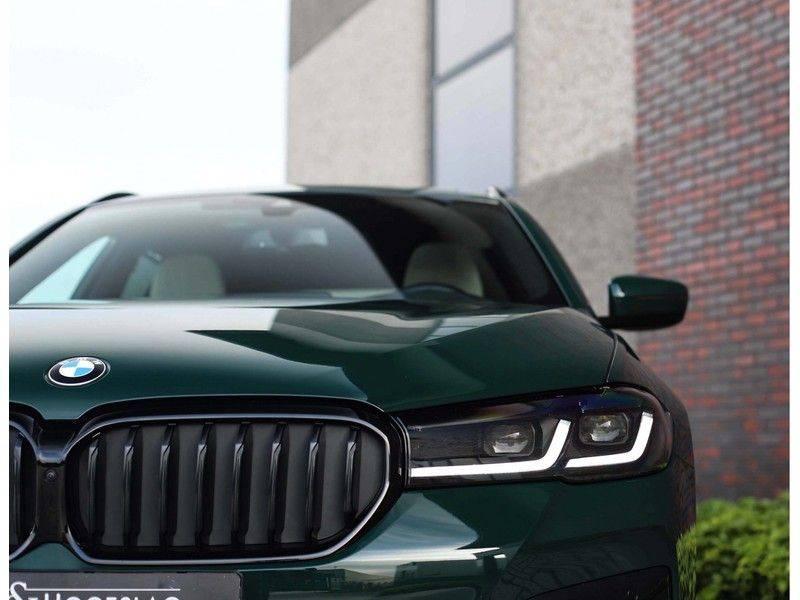 BMW 5 Serie 540i x-Drive *British Racing Green*HUD*Pano*Trekhaak* afbeelding 17