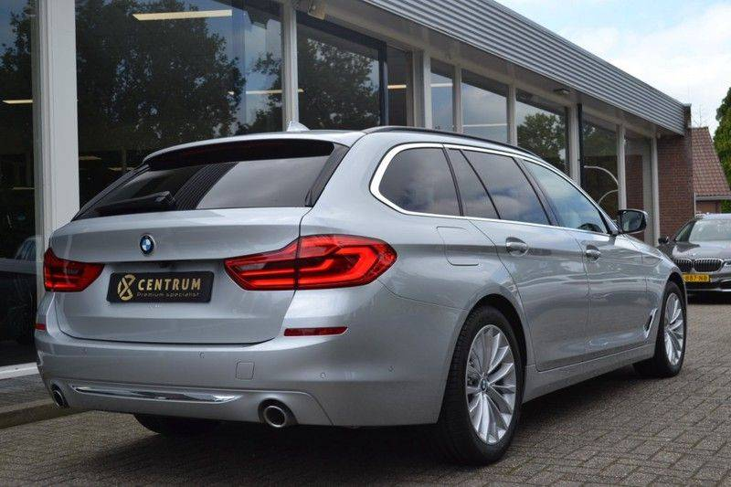 BMW 5 Serie 530i xDrive Luxury Line Facelift afbeelding 3