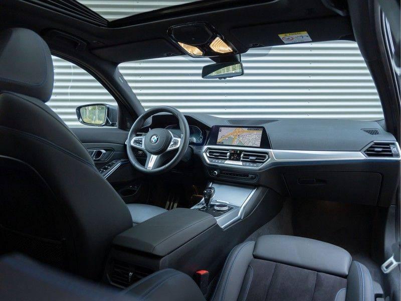 BMW 3 Serie Touring 330e xDrive M-Sport - Panorama - Active Cruise - Harman Kardon - Camera afbeelding 3