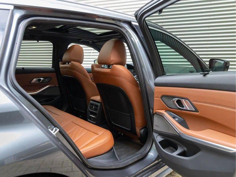 BMW 3 Serie Touring 330i M-Sport - Individual - Memoryzetels - Trekhaak - Panorama afbeelding 16