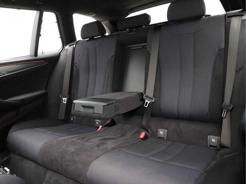 BMW 5 Serie Touring 520d High Executive M-Sport Aut. afbeelding 17
