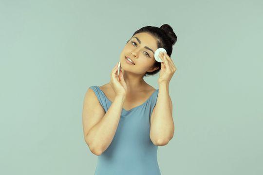Manchas en la cara: causas, tipos y tratamiento - Featured image
