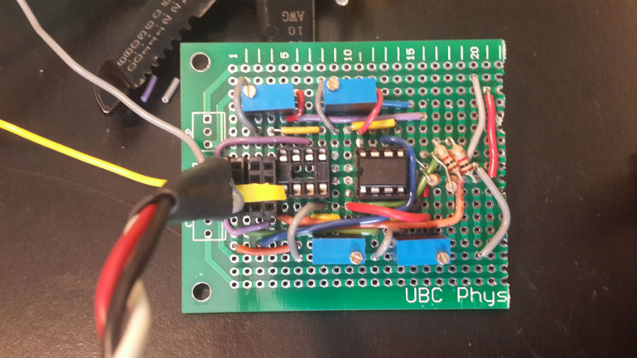 Tapefinding comparator circuit