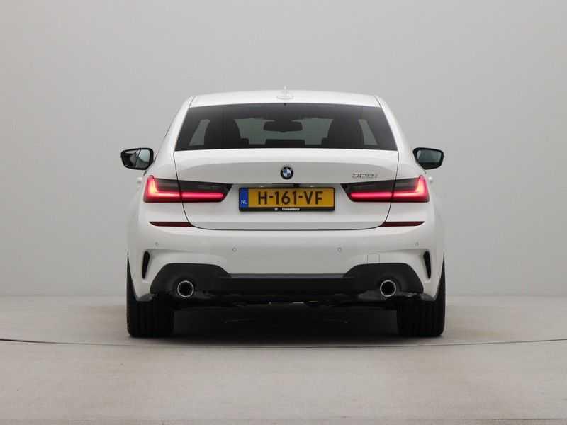 BMW 3 Serie Sedan 320i High Executive M-Sport Automaat afbeelding 9