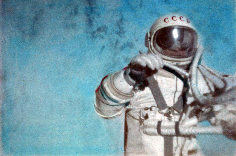 Figure 1: Alexei Leonov în timpul primei activități extravehiculare din istorie, în 18 martie 1965 (Sursa foto: Roscosmos)