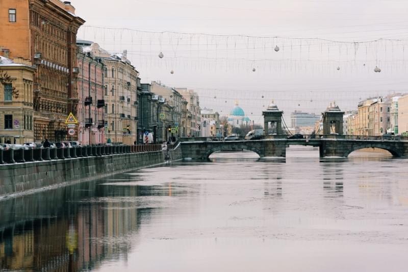 Город наНеве соединил влюбленных. Фото: Michael Parulava / Unsplash
