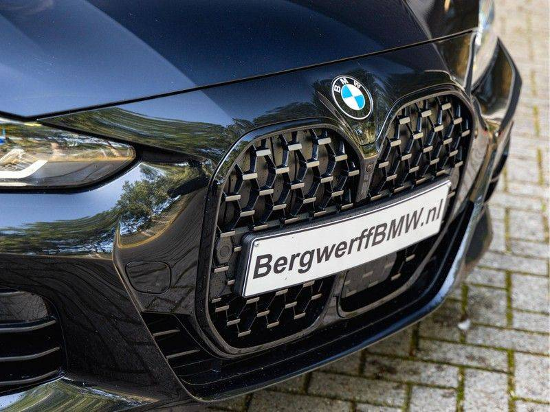 BMW 4 Serie Coupé M440i xDrive - High Executive - M-Remmen - Harman Kardon - Driving Ass Prof afbeelding 8