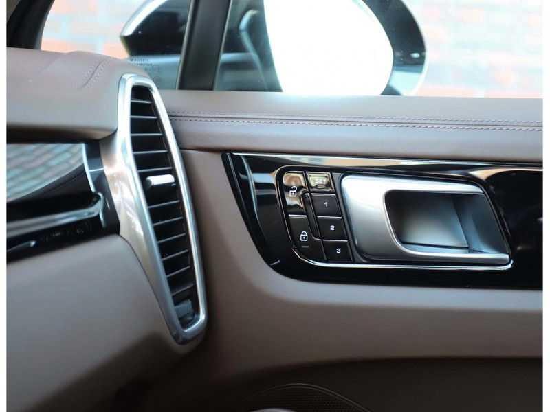 Porsche Cayenne 3.0 E-Hybrid *Pano*Chrono*ACC*PASM*HUD*Bose* afbeelding 22