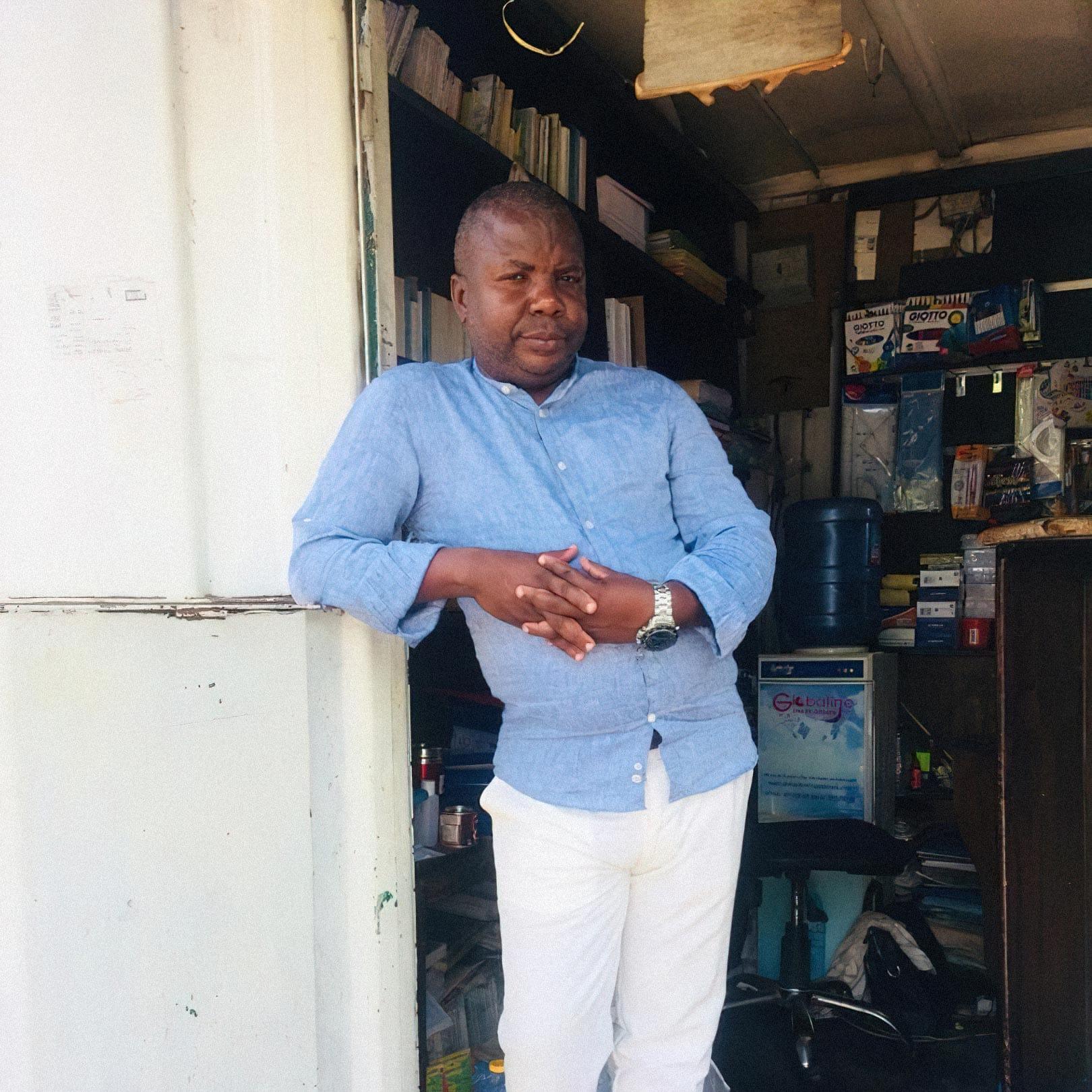 Христ Мбици, основатель книжного магазина Librarie Buku в Браззавиле, Конго. Фото из личного архива