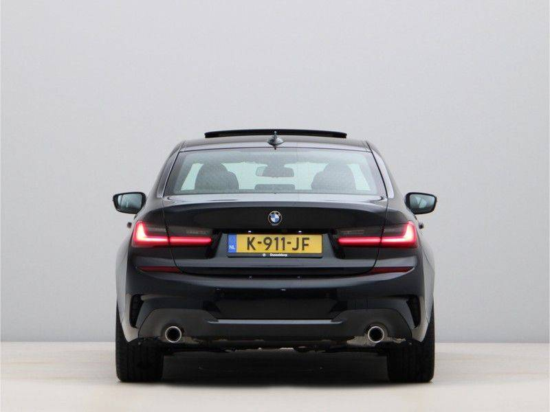BMW 3 Serie 320i High Executive Model M Sport afbeelding 10