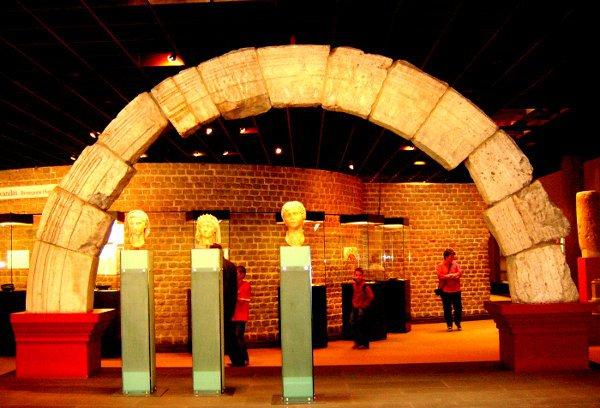 Römisches Nordtor, Römisch-Germanisches Museum, Köln