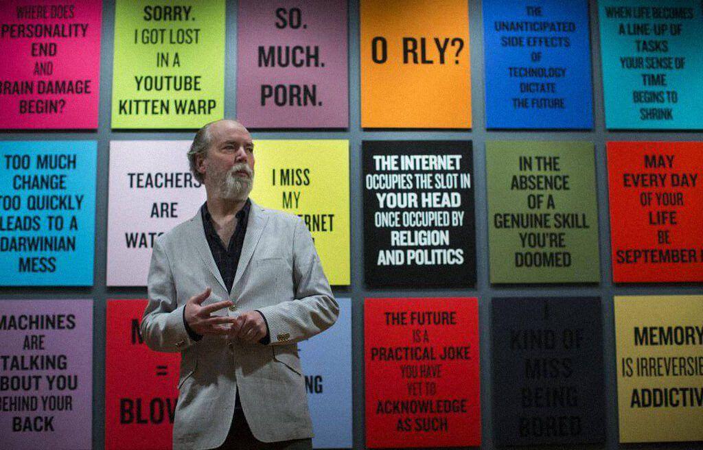 Дуглас Коупленд насвоей выставке вХудожественной галерее Ванкувера вмае 2014года / theglobeandmail.com
