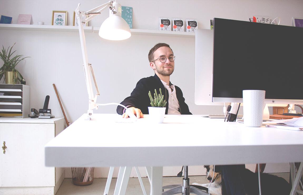 Martin von Sonderform am Schreibtisch