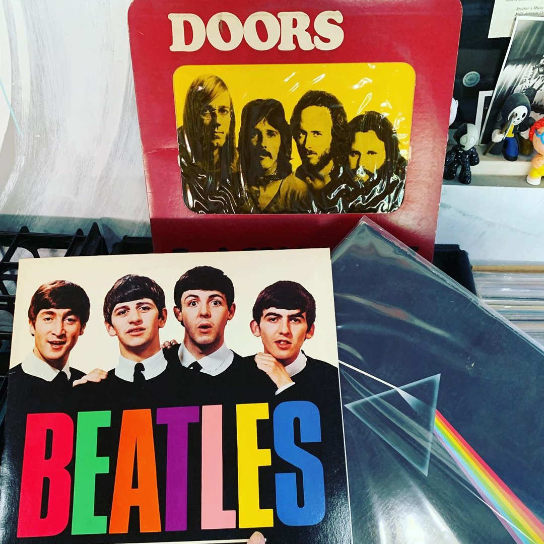 Vinyls records, The Doors, Pink Floyd & The Beatles.
